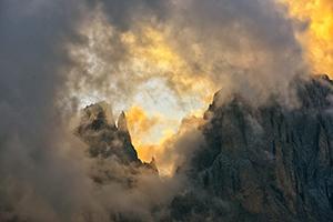11 cime nella nebbia 300x200 pixel